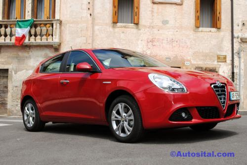 alfaromeo giulietta distinctive 16l jtdm 105cv jmp automobiles. Black Bedroom Furniture Sets. Home Design Ideas